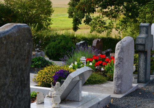 graves-3683270_1920